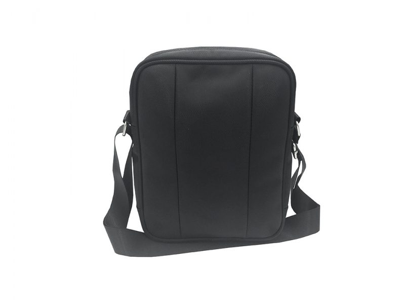 Men cross body bag in black front