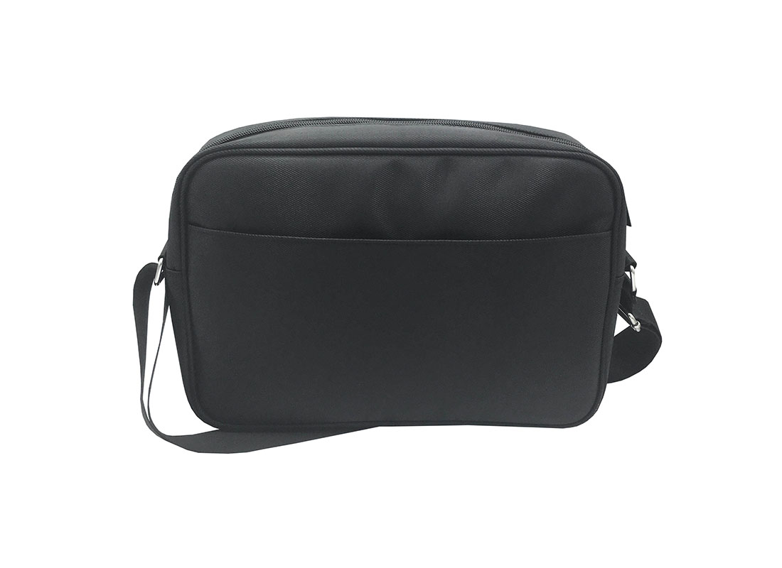Men Messenger bag in black Back