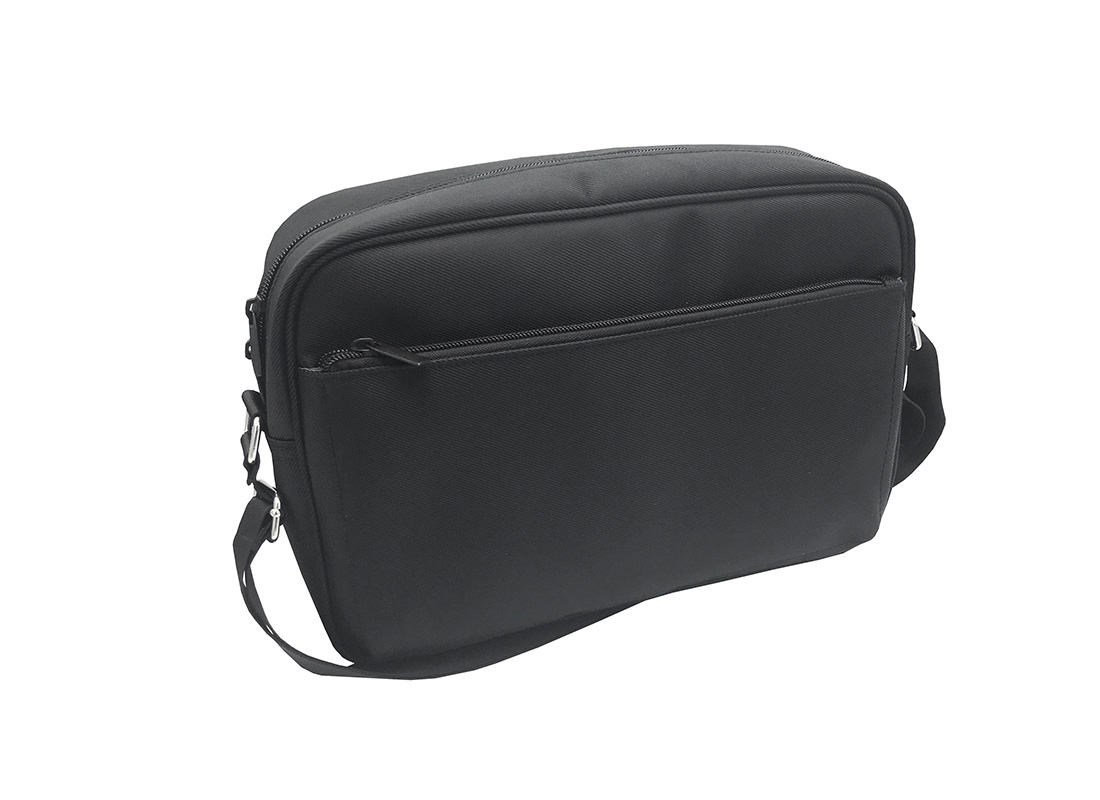 Men Messenger bag in black L Side