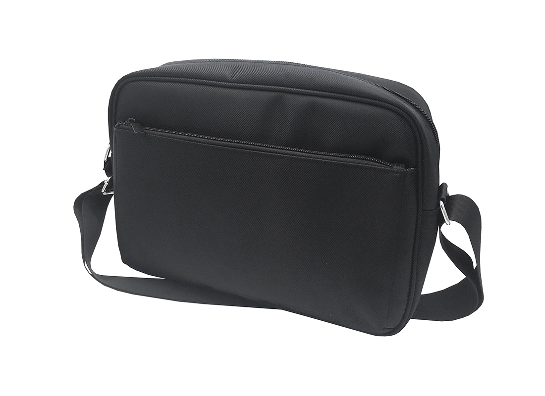 Men Messenger bag in black R side