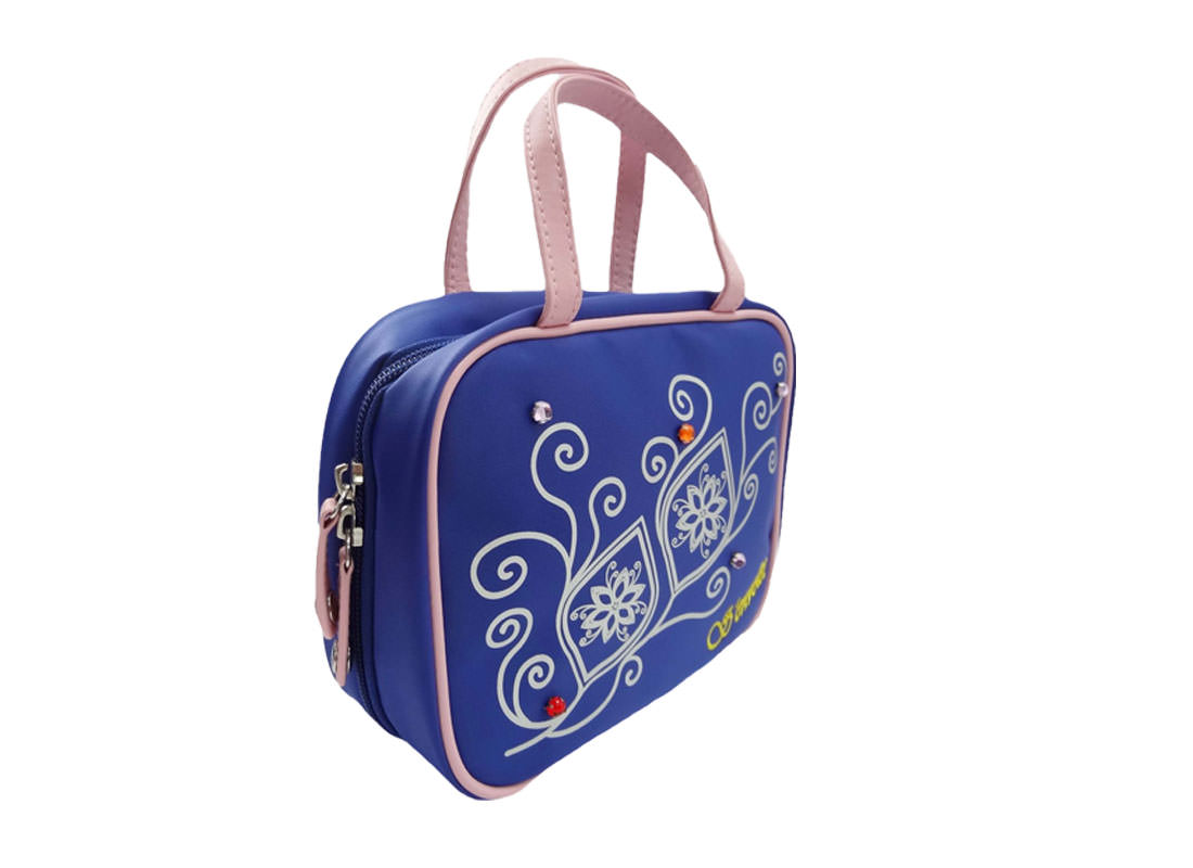 Cosmetic bag with compartment in blue L side