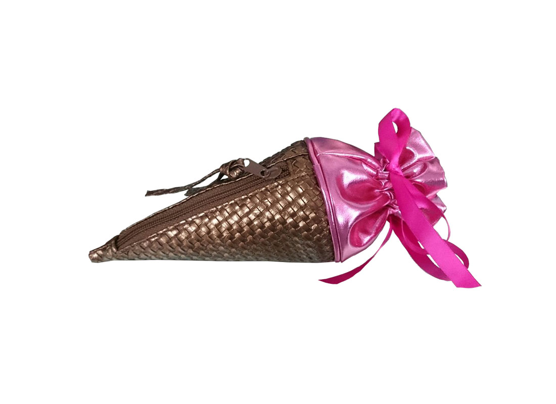 small pouch bag in ice-cream shape