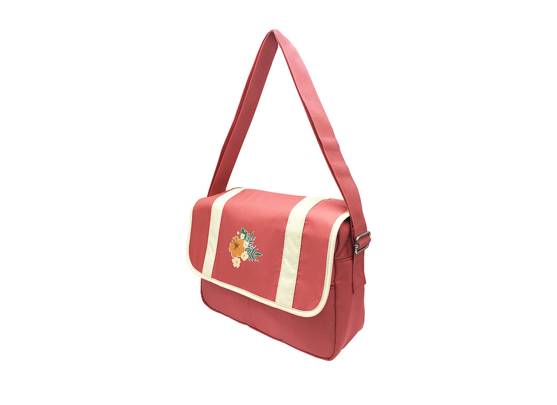 shoulder bag with flap & a Hawaii Flower print R side