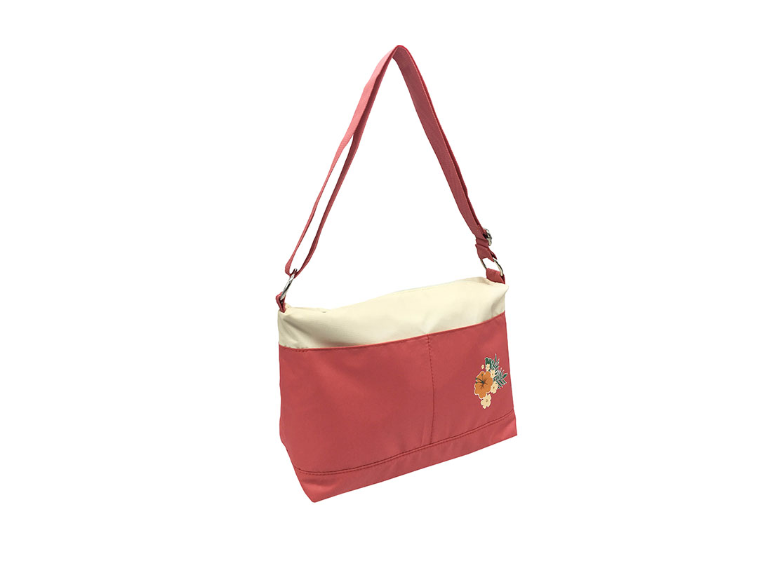 Shoulder Bag with a Hawaii flower print L side