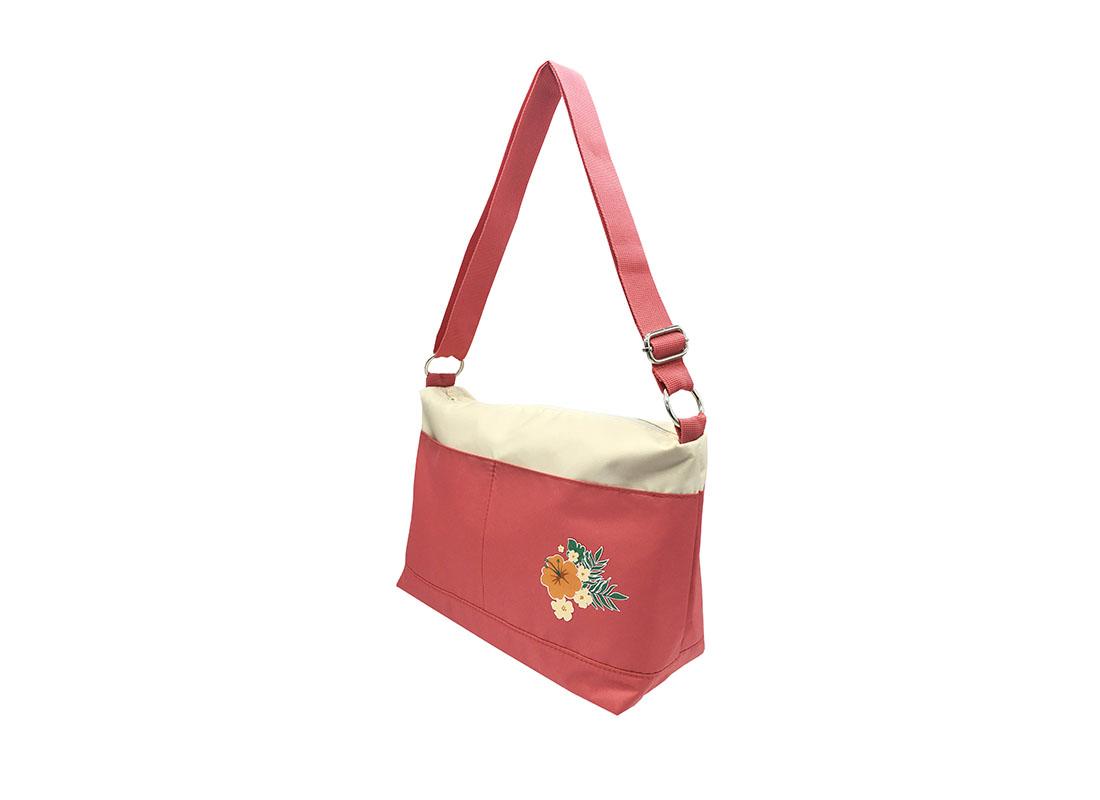 shoulder bag with a Hawaii flower print R side