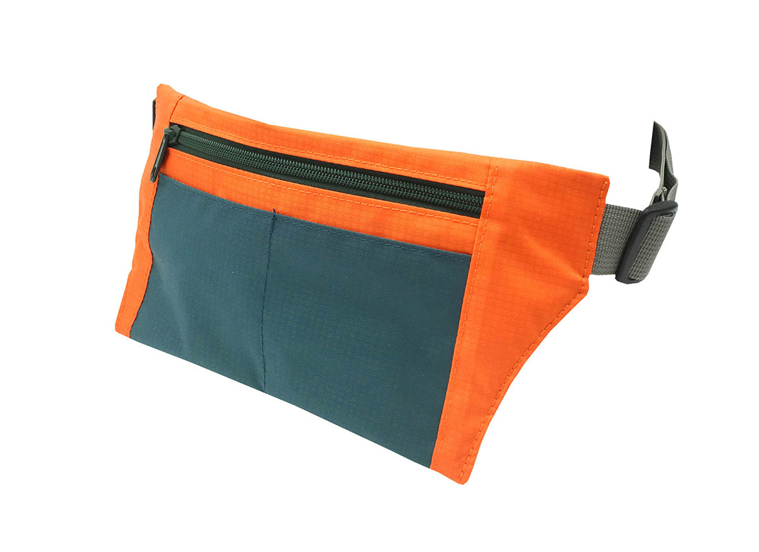 Sporty waist bag with front zipper pocket side